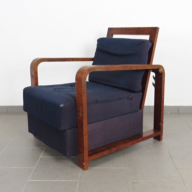 Positioning armchair